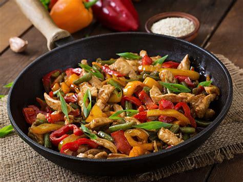 cuisine au wok poulet sauté de poulet et petits légumes au wok recette de sauté de poulet et petits légumes au wok