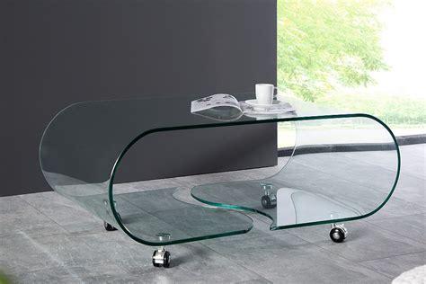 opaque extravagant och foerstklassigt glasbord pa hjul