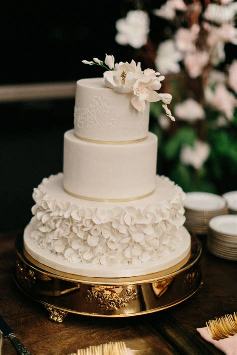 custom wedding cakes   love  cake shop