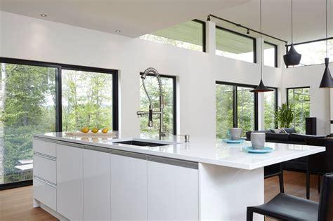armoires cuisine contemporaines md laqu 233 et noyer qu 233 bec simard cuisine et salle de bains