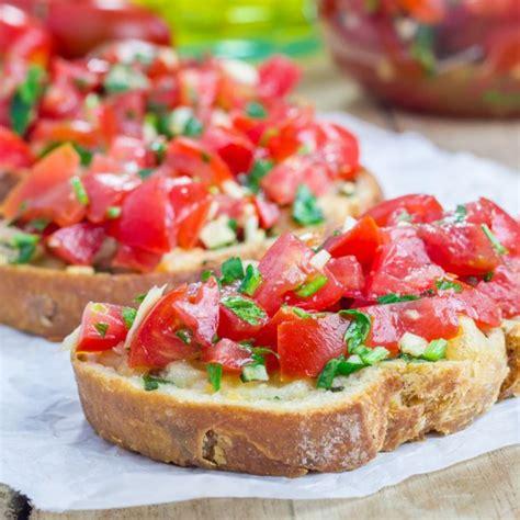 recette pains grilles  lail  tomates facon bruschetta