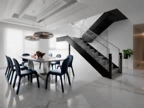 Escalier Marbre Gris by Carrelage Marbre Blanc D 233 Co En Marbre Noir Et Accents Bleus