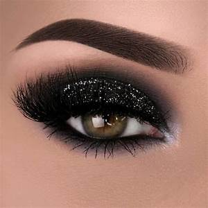 10 Christmas Makeup Ideas To Look Festive ǀ MakeUpJournal.com
