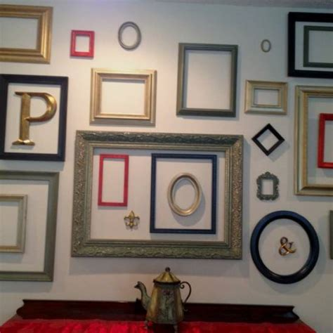wall decorating ideas for bedrooms use empty frames to decorate home home ideas