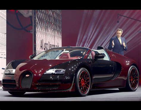 Ceo Of Bugatti bugatti ceo durheimer speaks next to the bugatti veyron