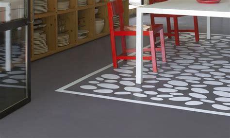 repeindre un carrelage de cuisine peinture carrelage sol choisir la bonne peinture sol