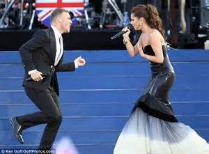 where does sheryl live queen s diamond jubilee 2012 concert cheryl cole stands next to her majesty daily mail online
