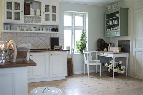 How To Clean Kitchen Cupboards by How To Clean Your Kitchen Cupboards A Step By Step Guide