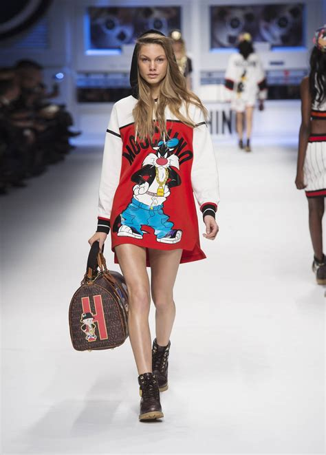 MOSCHINO FALL WINTER 2015-16 WOMEN'S COLLECTION | The ...