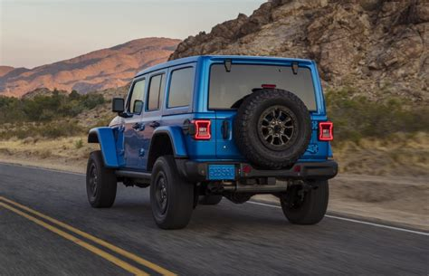 Jeep turned the 2021 gladiator pickup truck into an rv with a rooftop tent that can sleep 4 — see inside the 'farout' concept. 2021 Gladiator 392 V8 : 2021 Jeep Wrangler 392 Is The 475 ...