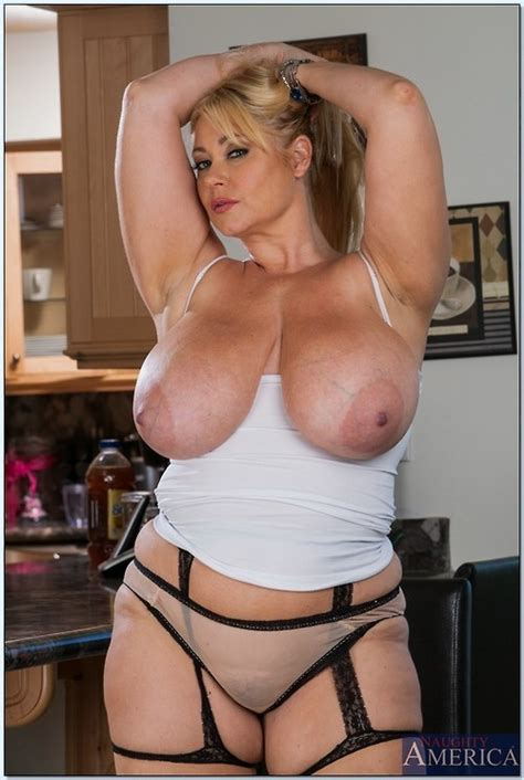 BlackBoxxx Hot Mature Tits And Curves Pin