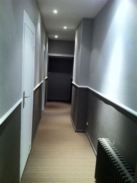 deco chambre peinture murale défi rendre chaleureux un couloir