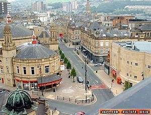 Halifax Vereinigtes Königreich : aerial view of halifax town centre showing the victoria theatre england yorkshire ~ Orissabook.com Haus und Dekorationen