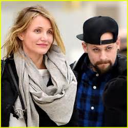 what does a knot ring cameron diaz is married to benji madden wedding details