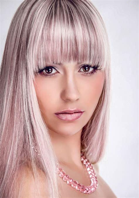 blonde partyfrisur fuer lange haare offen gestylt blonde