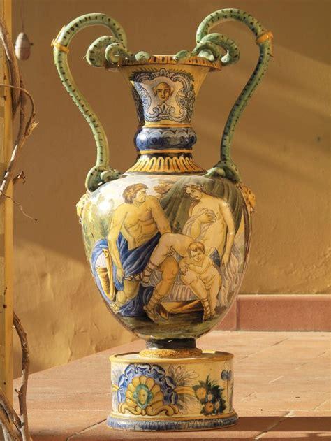 vaso deruta vaso ad anfora antico ceramica maiolicato di deruta