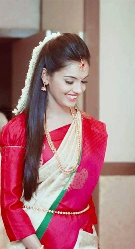 simple trending south indian bride hairstyle