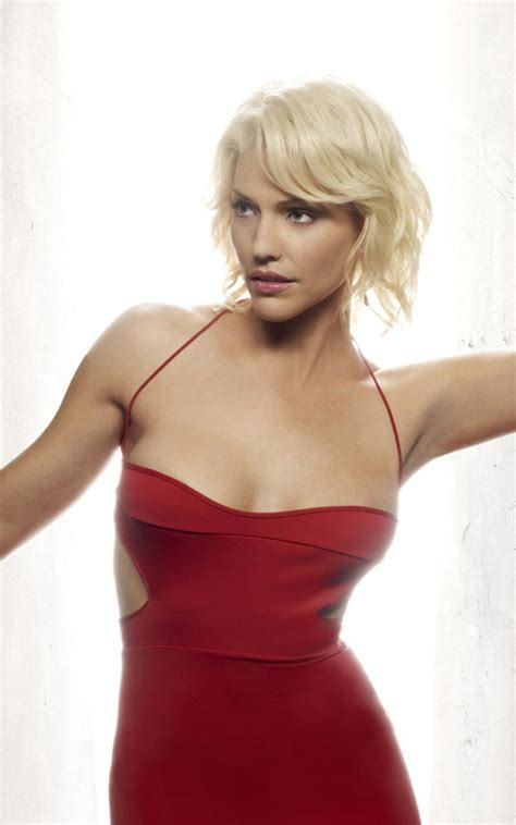 blonde short hair actress tricia helfer
