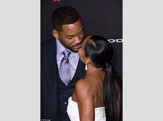 Will Smith kisses wife Jada at Focus premiere after