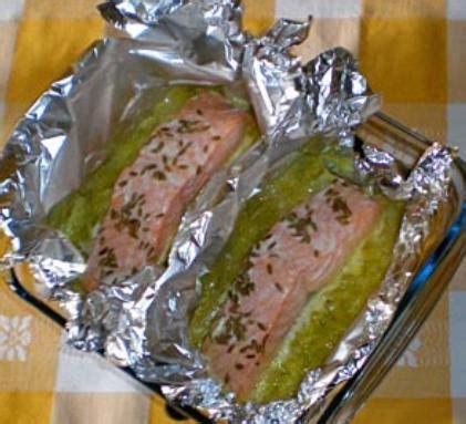 cuisiner le pavé de saumon fondue de poireaux et saumon papillote cuisine