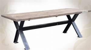 table de salle a manger en bois massif et metal style With deco cuisine pour table salle À manger pied metal