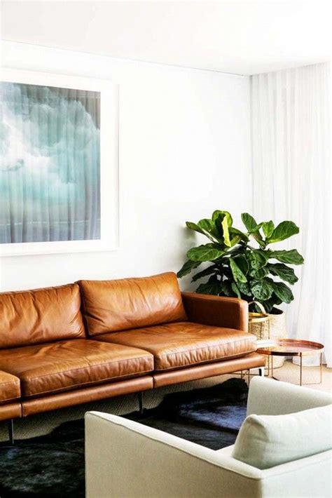canapé faux cuir les 25 meilleures idées concernant décor de canapé marron