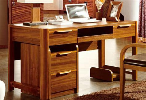 bureau contemporain bois massif le bureau en bois massif est une classique qui ne se