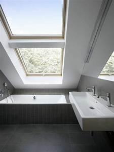 une salle de bain sous pente ou sous combles en 52 photos With plan salle de bain sous comble