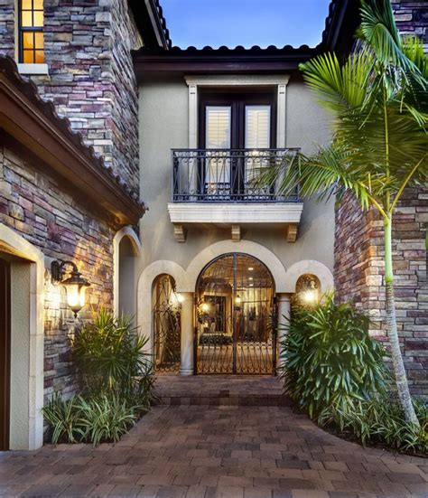 courtyard entry  sater designs casoria home plan   european home plan collection