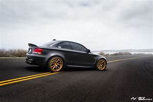 Bmw 135i : matte black bmw 1m conversion by activfilms tv ~ Gottalentnigeria.com Avis de Voitures