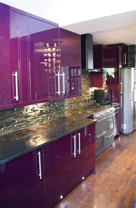 wine colored kitchen du violet dans la cuisine floriane lemari 233 1111