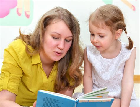 great books and tips for reading to preschoolers 478   sf mother and daughter reading a book