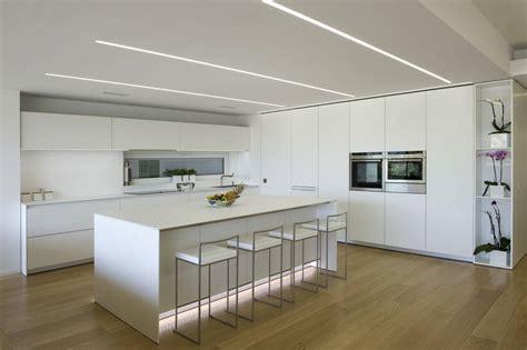 cucina dal design minimale per una casa a ragusa