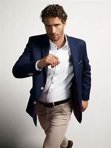 Büro Outfit Herren : allrounder das blaue sakko ist elegant genug f rs b ro und l ssig zur sportlichen chino im ~ Frokenaadalensverden.com Haus und Dekorationen