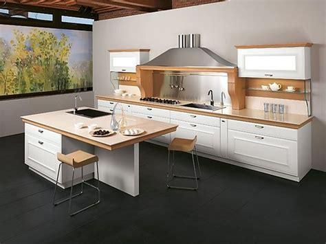 Weiße Küche Mit Holz by K 252 Chenzeile Mit Insel Wei 223 Kombiniert Mit Hellem Holz
