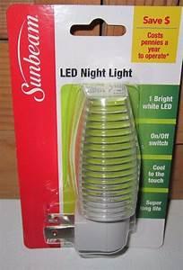 Sunbeam Led Night Light Clear  White Manual On  Off Sensor