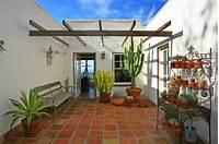 interesting mediterranean patio decor ideas Plante extérieur en pot en 35 idées déco