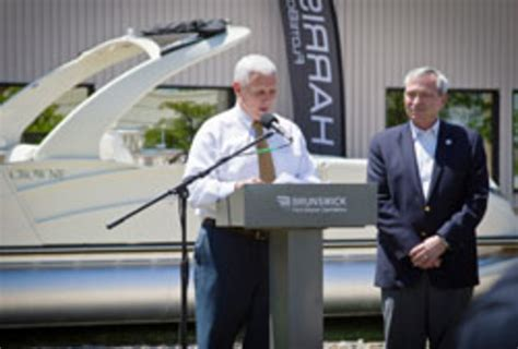 Boat Manufacturers In Indiana by Brunswick Will Expand Pontoon Operations In Indiana
