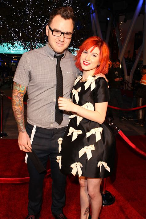 paramore singer hayley williams marries rocker chad