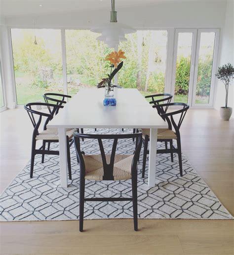 matrummet bord ikea stolar hans wegner matta ellos mitt hus outdoor decor home decor och outdoor tables