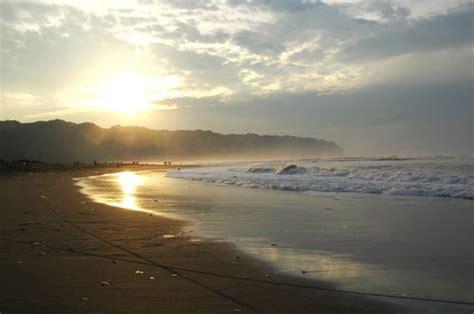 gambar pantai parangtriris yogyakarta  indah