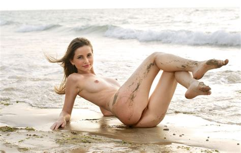 Russian Model With Athletic Body Splash In The Sea Naked