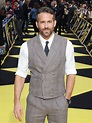 Ryan Reynolds Escapes Collapsing Barricade at Comic-Con ...