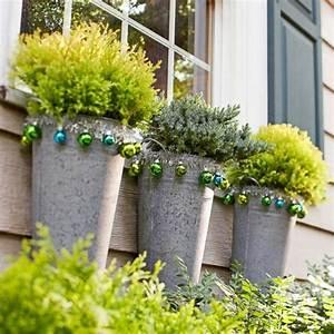 weihnachtsdeko ideen mit farbigen zierornamenten 11 With französischer balkon mit outdoor poster garten