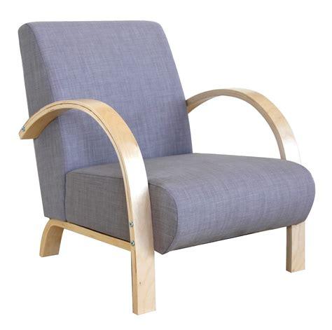 fauteuil accoudoirs bois tissu gris bjorn lestendances fr