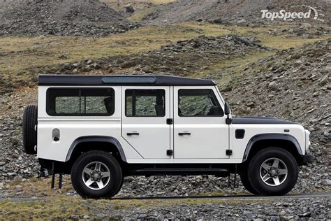 Rover Defender by Classic Cars Landrover Defender
