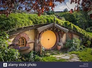 Hobbit Haus Kaufen : hobbiton movie angelegt film herr der ringe und der hobbit hobbit haus mit orange t r stockfoto ~ Eleganceandgraceweddings.com Haus und Dekorationen