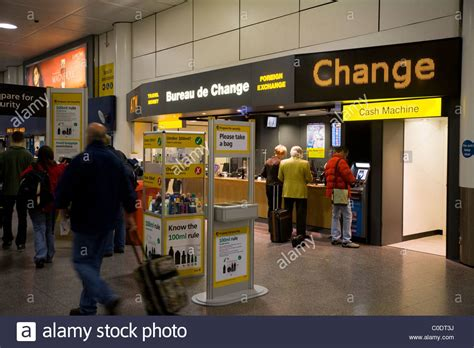 bureau de change 15鑪e ttt moneycorp bureau de change near the passenger luggage stock photo royalty