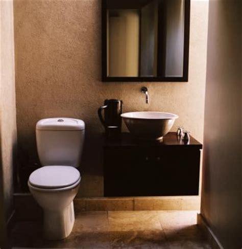 toilet bubbles  backs    sink drains home