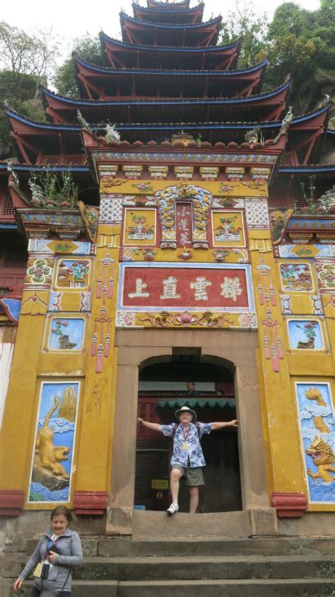 yangtze cruise excursion   red pagoda